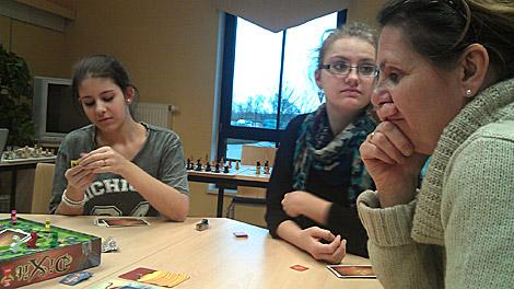 Neben Schach wurden auch gemeinsam Gesellschaftsspiele gespielt.